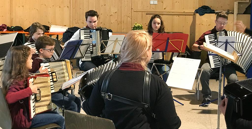 Jugend rockt die Halle in Schmitzingen/WT